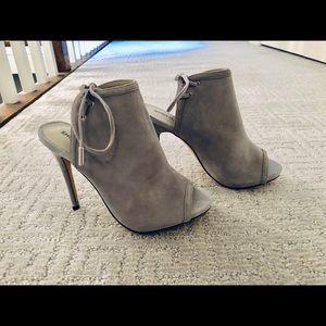 Shoemint ☘️ | Gray Suede Heels